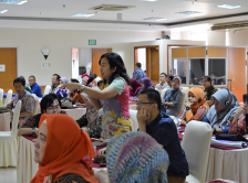 Photo of woman asking a question during the 2017 International Palliative Care Workshop in Jakarta, Indonesia.